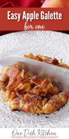 This is the easiest Apple Galette recipe! This single serving dessert features chopped apples spooned into the center of Single Serve Desserts, Single Serving Recipes, Sweet Desserts, Dessert Recipes, Cooking For One, Meals For One, Kitchen Dishes, Food Dishes, Easy Apple Galette Recipe