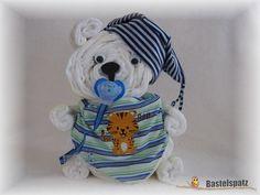 Windelbär mit besticktem Halstuch, Diaper Cake, Baby Shower, Babyshower, Windeltorte, Windelfigur, Windeltier, Geburtsgeschenk