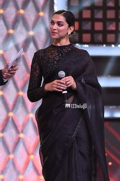 Dream Girls Photos: Deepika Padukone stunning Pictures in Indian Wardrobe Deepika Padukone Saree, Saree Blouse Patterns, Saree Blouse Designs, Black Blouse Designs, Indian Dresses, Indian Outfits, Black Saree Blouse, Sari Bluse, Saree Designs Party Wear