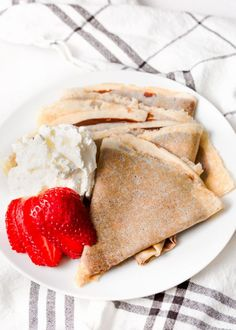 This Gluten Free Crepes Recipe brings a classic french breakfast dish into the era of gluten free. These are more than just fancy delicate and delicious pancakes. Best Gluten Free Recipes, Gluten Free Recipes For Dinner, Vegetarian Recipes Dinner, Easy Recipes, Breakfast Dishes, Breakfast Recipes, Dessert Recipes, Healthy Desserts, Healthy Meals