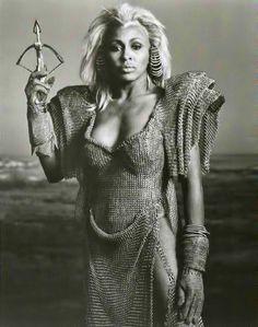 """Tina Turner en """"Mad Max 3, más allá de la Cúpula del Trueno"""", 1985"""