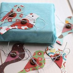 Wrapping Make a simple wrapping paper really pop using colorful gift tags… I think these bird ones are perfect!