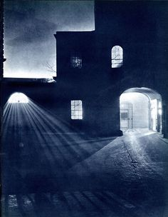 There was another London, before clean air, before the Blitz, before post-war reconstruction. It was a night time London. It was a city of alleys lit by dim lamps. Pictures from London Night – John Morrison and Harold Burkedin 1934 London Street, London City, Beach London, London Night, Black And White City, Dark City, London History, Old London, Chiaroscuro
