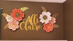 This listing is for a set of 6 paper flowers The set comes with three different sizes of flowers. Flowers can be made to your choice of color/s. 2 Large (17-18 in diameter) 2 Medium (14) 2 Small (12) And a mixture of 6 leaves/vines. The flowers come already assemble and ready to