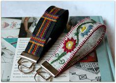 Avainlenkit ranteeseen Wool Embroidery, Sunglasses Case, Crepes, Rings, Scandinavian, Buttermilk Pancakes, Craft, Embroidery, Pancakes