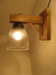 Resultado de imagen para lamparas de madera rusticas colgantes Stair Lighting, Porch Lighting, Home Lighting, Lighting Design, Wooden Lamp, Wooden Diy, Luminaria Diy, Pallet Home Decor, Diy Porch