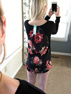 Le Lis Alante Woven Back Knit Top: December Stitch Fix Review |www.pearlsandsportsbras.com| I LOVE THIS