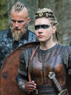 Bloody Heros Lagertha & Björn ❣️ Wedding Photographer Article Body: Hiring the right photographer is Ragnar Lothbrok, Lagertha Vikings, Norse Vikings, Lagertha Hair, Vikings Show, Vikings Tv Series, Viking Makeup, Vikings Halloween, Viking Warrior Woman