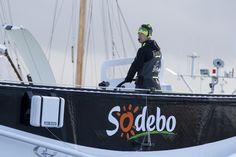 Après trois mois de chantier consacrés à optimiser la performance du bateau, Sodebo Ultim' a été remis à l'eau ce matin. Pour Thomas Coville et son équipe technique, cette période a été capitale pour améliorer « toujours et encore » la configuration solitaire de ce trimaran de 30 mètres.