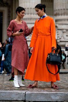 Women we love this week: Paris Fashion Week – Natasha Putri Women we love this week: Paris Fashion Week take it to the streets Top Street Style, Street Style Trends, Street Chic, Street Style Women, Street Styles, Paris Street, Paris Fashion Week, Street Fashion, London Fashion