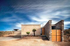 Kenji López. | Galería de fotos 1 de 9 | AD MX  La Cueva representa nuestra esencia de pasion por la honestidad arquitectonica, por la simplicidad constructiva y por la logica funcional; sobre todo, pasion por la permanencia de las emociones que la luz y el espacio provocan en las personas y en como estas se relacionan con los demas.