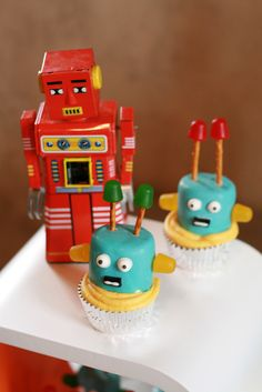 Prairie Hive Magazine, Issue 5 - Robot Invasion! Kids Party  #robot #party #cupcake