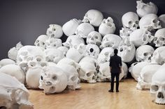 """Ron Mueck, """"Mass,"""" National Gallery of Victoria, Melbourne © Sean Fennessey Memento Mori, French Catacombs, National Gallery, Colossal Art, Human Skull, Skull And Bones, Skull Art, Installation Art, Art Installations"""