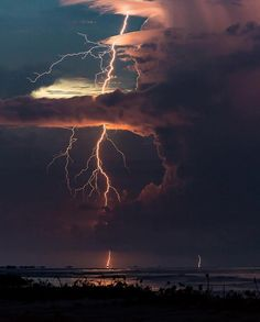 as types of weather an electric storm where the power is out and the thing you can see is the constant flashes of lightning which light up the sky different colors Pretty Pictures, Cool Photos, Heaven Pictures, Amazing Photos, Landscape Photography, Nature Photography, Lightning Photography, Canon Photography, Storm Photography