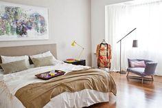 6 estilos para decorar tu cuarto  Si las dimensiones del espacio te lo permiten, sumá un lindo sillón y una lámpara de pie para generar un rincón de lectura en el ambiente más personal de la casa.         Foto:Archivo LIVING