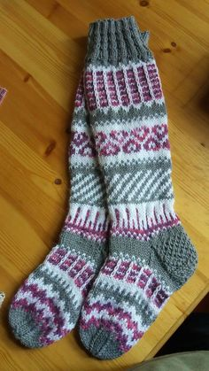 beautiful fair isle socks in grey, white, and rose Wool Socks, Knitting Socks, Hand Knitting, Knitting Patterns, Knee Socks, Lace Boot Socks, Filet Crochet, Knit Crochet, Diy Crafts Knitting