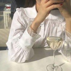 Korean Fashion – How to Dress up Korean Style – Designer Fashion Tips Angel Aesthetic, White Aesthetic, Look Fashion, Fashion Outfits, Fashion Tips, Fashion Design, Fashion Ideas, Fashion Quotes, Blusas Carolina Herrera