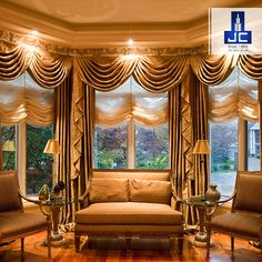 The interiors of this lounge are absolutely charming and easy on the eye. The beautiful curtain drapes and lighting keep your mind at peace.