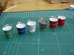 Create realistic looking buckets out of cardboard - photos + templates   Source: Emertjes