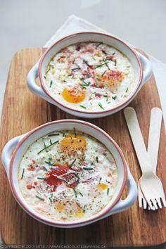 Huevos al horno con tomate y queso feta