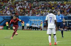 Especialista Ronaldo tenta uma marca falta de 25 metros, mas não consegue encontrar o fundo da rede