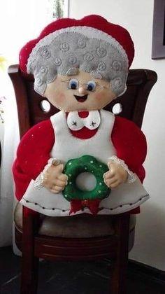 Best 12 Molde papai noel para imprimir - Criativo Ok Christmas Elf Doll, Primitive Christmas, Christmas Tree Toppers, Felt Christmas, Christmas Projects, Christmas Home, Handmade Christmas, Christmas Stockings, Christmas Decorations