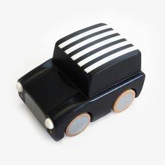 Houten speelgoedauto van Kiko+ / Zwarte stippen