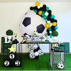 Festa infantil: 10 anos com tema futebol! Soccer Theme Parties, Sports Themed Birthday Party, Football Birthday, Sports Party, Birthday Party Decorations, 2nd Birthday, Soccer Baby, Football Themes, Childrens Party