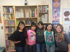 En la foto podemos observar a la profesora Thelma ( 1era de izq a der) con un grupo de niñas de la escuela Evergreen de Casa Grande, Arizona, que están en el programa de Aprendices del inglés (ELL). Ellas a la vez están en un Club de Robotica, ideado por la profesora Whaling, con el finde improvisar el vocabulario cientifico de las estudiantes y que aplica los conceptos de la iniciativa STEM