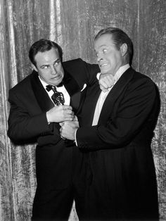 Marlon Brando and Bob Hope at the Academy Awards, March the year Brando won Best Actor for On the Waterfront. This photo is amusing; we definitely need more goofy photos of old Hollywood around. Hooray For Hollywood, Golden Age Of Hollywood, Hollywood Stars, Hollywood Actor, Classic Hollywood, Old Hollywood, Marlon Brando, Bob Hope, Thanks For The Memories