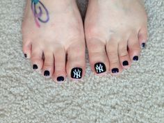 New York Yankees nail design