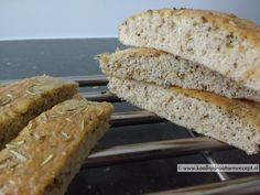 Een koolhydraatarm focaccia brood staat binnen een half uurtje op je borreltafel of barbecue, lekker smullen met smeersels en dippers. Paleo Bars, Healthy Recepies, Healthy Foods, Go For It, Beach Meals, Low Carb Bread, Low Carb Breakfast, Food Hacks, Low Carb Recipes