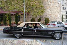Llega en un precioso coche. #boda