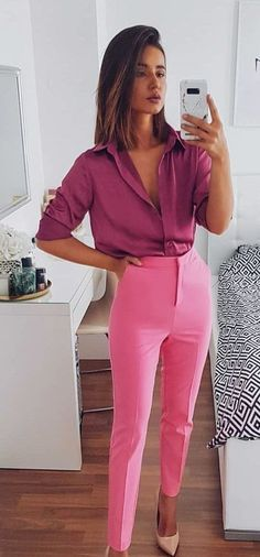 12 looks que te ensinam a usar cor de rosa no look trabalho how to use pink in look work look all pink. 12 ways to wear pink in the work look. Office look without losing style. Romantic style for mature women. How to use rose. clothes to work … Pink Outfits, Classy Outfits, Chic Outfits, Fashion Outfits, Womens Fashion, Pink Pants Outfit, Fashion Clothes, Colored Pants Outfits, Formal Outfits