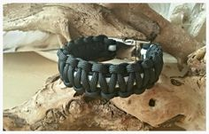 Paracord bracelet Black and silvergrey / metal buckle 'the General'