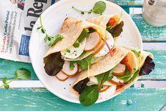 Zongedroogde tomaatjes, rode pesto, buffelmozzarella: dit is écht op en top Italiaans - Recept - Allerhande