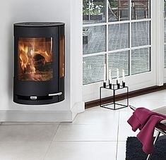 The modern HWAM 3110 helps create a warm and cozy atmosphere in your house. This elliptical hanging stove showcases design originated in pure Scandinavian lines Read Modern Log Burners, Modern Stoves, Stove Heater, Pellet Stove, Curved Wood, Wood Burner, Black Wood, Wall Mount, Fireplaces
