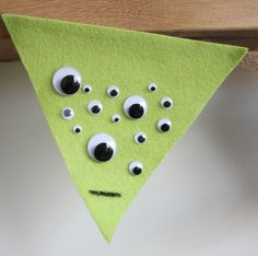 How to Make Felt Halloween Bunting #Halloween #HomeCraft #HomeDecor #Bunting