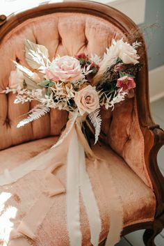 Earthy wedding decor with boho details and a warm color pallet. Check out how we created all the design elements for the perfect earthy wedding look. Floral Wedding, Wedding Bouquets, Wedding Flowers, Wedding Dresses, Cottage Wedding, Earthy Style, Wedding Looks, Wedding Stuff, Dream Wedding