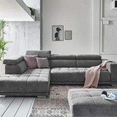 Bank Mambo van Budget Home Store: luxe bank in trendy design. De verstelbare hoofdsteunen krijg je er standaard bij. En er zijn meer mogelijkheden waardoor deze bank de ultieme loungebank is. #hoekbank #loungebank #couch #sofa #woonkamer #zithoek #interieurinspiratie #interiorinspiration Sofa, Couch, Interior Inspiration, Budget, Furniture, Design, Home Decor, Velvet, Lush