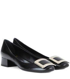 ROGER VIVIER Belle De Nuit Leather Pumps. #rogervivier #shoes #pumps #rogervivierpumps