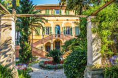 A RENAISSANCE VILLA IN THE ITALIAN RIVIERA - Avalon Events Organisation Waterfront Wedding, Waterfront Homes, Getting Married In Italy, Italian Villa, Lush Garden, Event Organization, Italy Wedding, Rustic Farmhouse, Beautiful Gardens