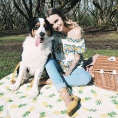"""99.2k Likes, 380 Comments - Acacia Brinley Clark (@acaciabrinley) on Instagram: """"Perfect day for a picnic with my people. ☀️✨#AppleCider"""""""