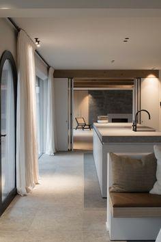 Versatile Office for Architecture & Interior Design led by Hannes Decancq & Emilie Otté. Interior Desing, Interior Architecture, Apartment Interior, Kitchen Interior, Style At Home, Dream House Interior, Minimal Home, Contemporary Kitchen Design, Küchen Design