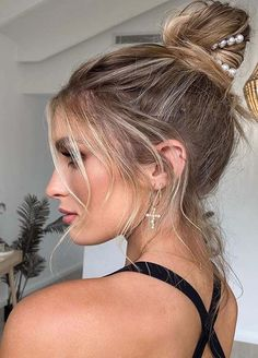 Favorite High Bun Hairstyles for Women to Show Off in 2020 High Bun Hairstyles, Holiday Hairstyles, Formal Hairstyles, Vintage Hairstyles, Wedding Hairstyles, Cool Hairstyles, Updo Styles, Curly Hair Styles, Finger Wave Hair