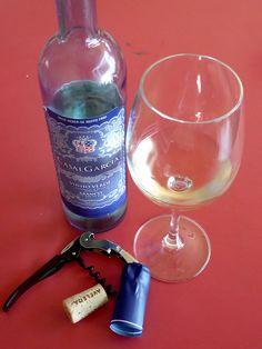Casal García... Vinho Verde de la zona de Minho en Portugal... excelente vino blanco de aguja, fresco y refrescante...