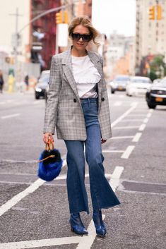 wears Mother Denim crop fray jeans and we're totally in love with this fall outfit! Photo by Mother Denim, Cold Day, Your Photos, Denim Jeans, Fall Outfits, Duster Coat, Street Style, Clothes For Women, Chic