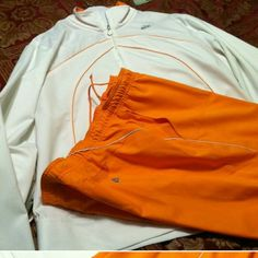 Jogging Suit with Capri Pants Nike Orange And White-Small spot on top part of pants that won't come out Nike Other