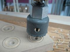 Make Your Own Knobs and Save / Fabriquez vos poignées et épargnez Make Your Own, Make It Yourself, How To Make, Woodworking, Garage, Diy, Shop, Woodworking Shop, Woodworking Tools