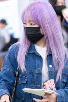 "SiN on Twitter: ""[2019.10.13] #矢吹奈子 (@nako_yabuki_75) 하네다공항 입국  #야부키나코 #아이즈원  #IZONE #アイズワン… "" Mask Girl, Fabric Markers, Japanese Girl Group, Her Smile, Blue Blouse, Diy Face Mask, Her Hair, Kpop Girls, Ulzzang"
